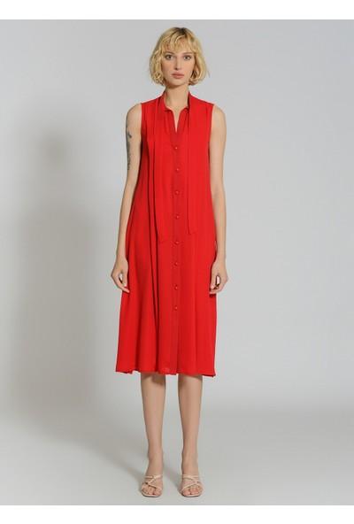 People By Fabrika Kadın Yakası Bağlama Detaylı Bol Kesim Elbise