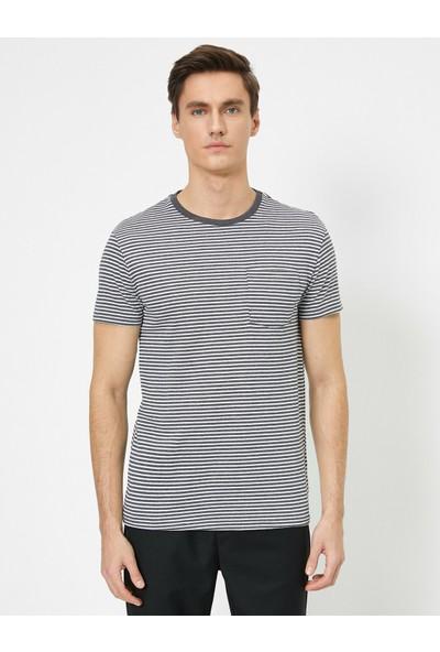 Koton Erkek Bisiklet Yaka Çizgili Desenli Cep Detaylı Slim Fit T-Shirt