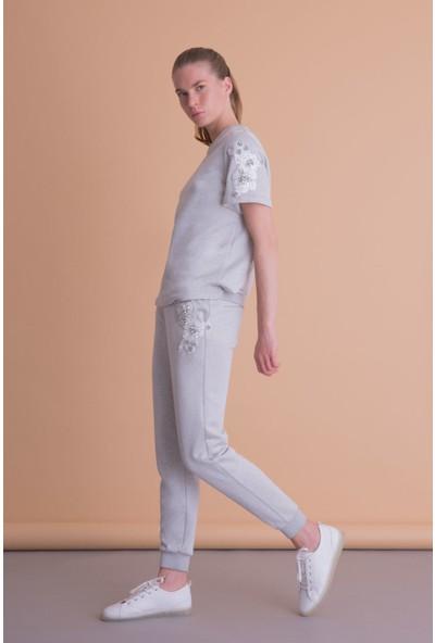 Gizia Aplike Detaylı Gri T-Shirt