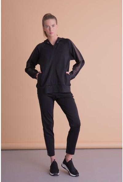 Gizia Kol Tül Detaylı Kapüşonlu Siyah Sweatshirt
