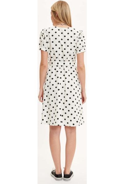 DeFacto Kadın V Yaka Puantiye Detaylı Kuşaklı Dokuma Elbise