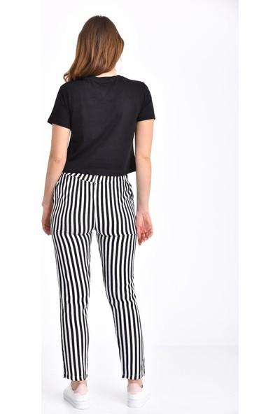 Modkofoni Brooklyn Baskılı Siyah Tişört ve Çizgili Siyah Pantolonlu Takım