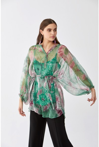 Roman Desenli İpek Bluz