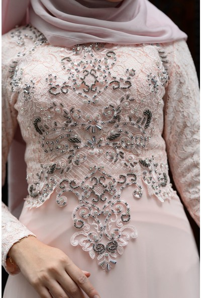 Devri Sultan El Işlemeli Dantelli Taşlı Tesettür Abiye Pudra Elbise