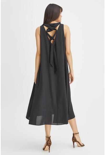 Gusto Arkası Bağcıklı Elbise - Siyah