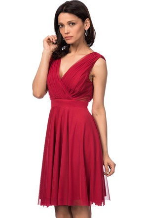 İroni Çapraz Askılı Dekolteli Kısa Koyu Kırmızı Abiye Elbise