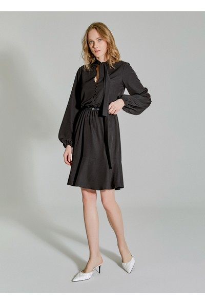 People By Fabrika Kadın Yakası Bağlama Detaylı Elbise