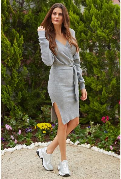 Ayakkabı Delisiyim Anvelop Kesim Kemerli V Yakalı Midi Gri Triko Elbise