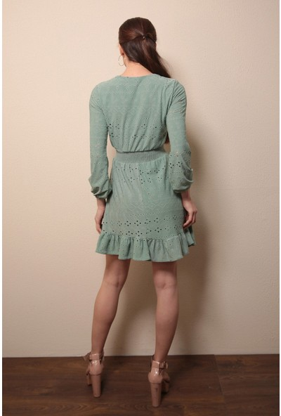 Reyon Işlemeli Kruvaze Yaka Elbise Mint
