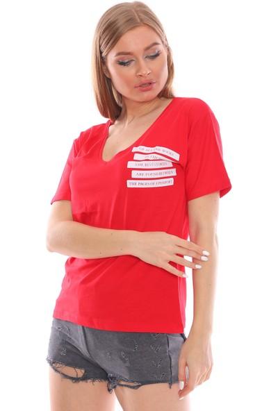Alışveriş Sokağı Yazı Baskılı Geniş V Yaka Kadın Tişört