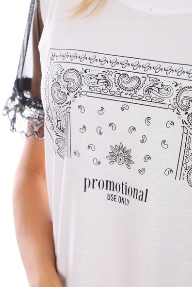Alışveriş Sokağı Kolları Tül Detaylı Salaş Kadın Tişört