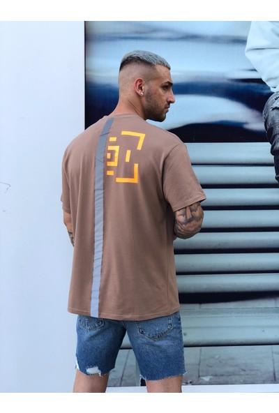 Soydance Oversize Arkası Reflektive Baskılı T-Shirt Kahverengi Açık