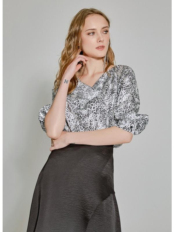 People By Fabrika Kadın Degaje Yaka Desenli Bluz