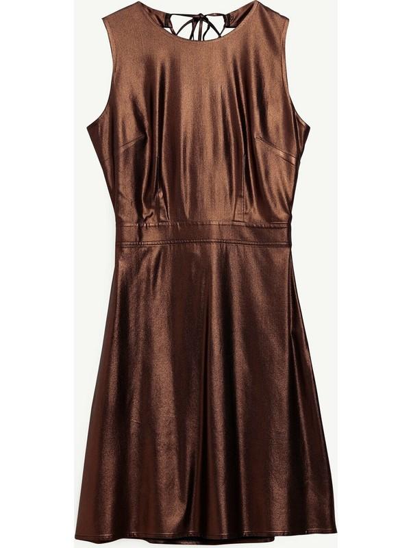 Yargıcı Sırt Detaylı Elbise