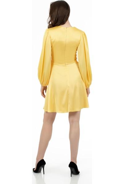Carmen Sarı Saten Balon Kollu Kuşaklı Kısa Abiye Elbise