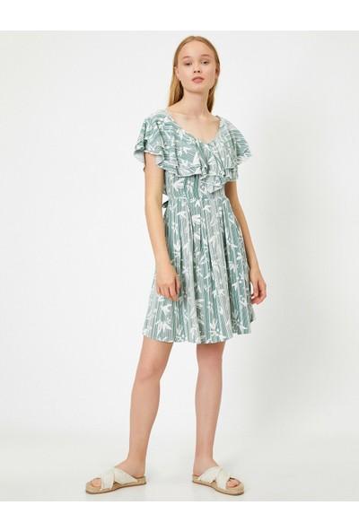 Koton Kadın Desenli V Yaka Fırfırlı Kısa Elbise