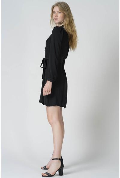 Reyon Yaka Fırfırlı Kemerli Tunik Siyah