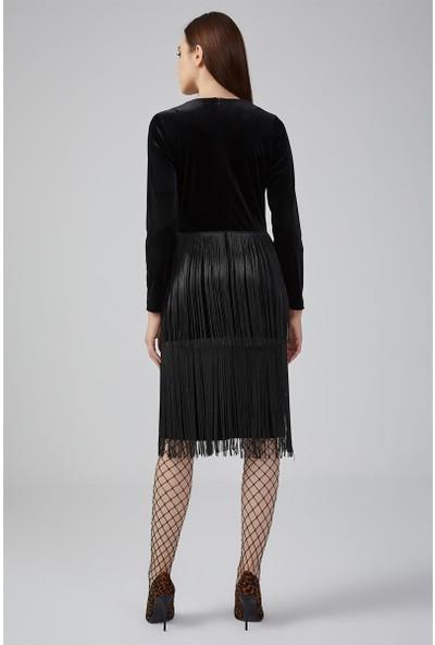 Gusto V Yaka Püsküllü Kadife Elbise - Siyah