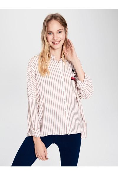 LC Waikiki Kadın Düğmeli Gömlek Yaka Gömlek