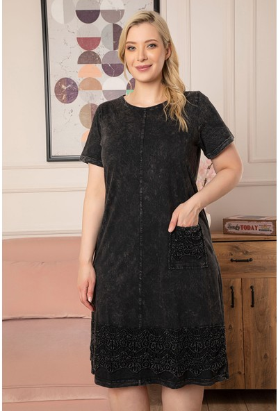 1fazlası Kadın Büyük Beden Yıkamalı Denim Görünümlü Güpür Detaylı Elbise
