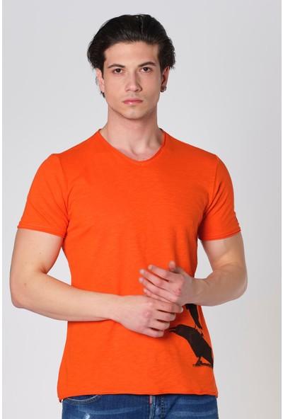 Duca Blanca V Yaka Pis Kesim Karga Baskı T-Shirt