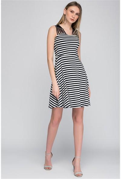 Cotton Mood 8084061 Çizgili Ön Omuzu Biye Askı Detaylı Kolsuz Elbise Siyah Beyaz İnce Çızgılı