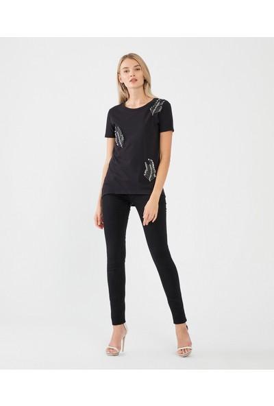 Decosa Paris Çengel İğne Detaylı Kadın T-Shirt