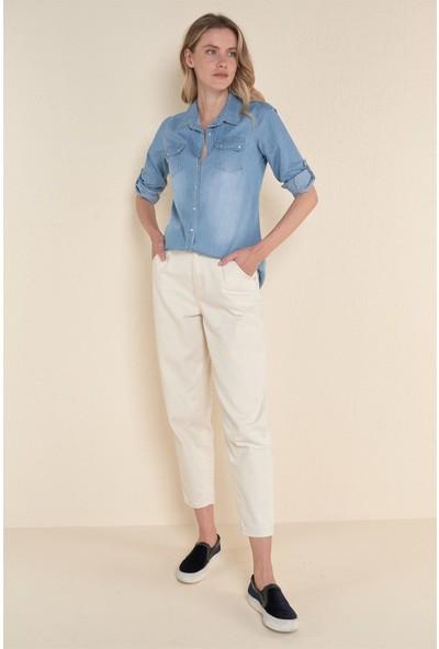 Kadın Açık Mavi Çift Cepli Çıtçıtlı Kot Gömlek