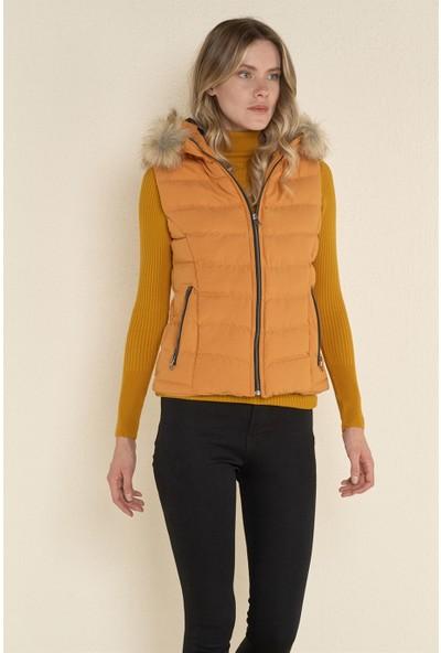 Z Giyim Kadın Hardal Sarısı Kapşonlu Şişme Yelek