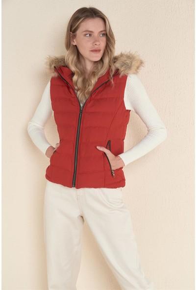 Z Giyim Kadın Kırmızı Kapşonlu Şişme Yelek