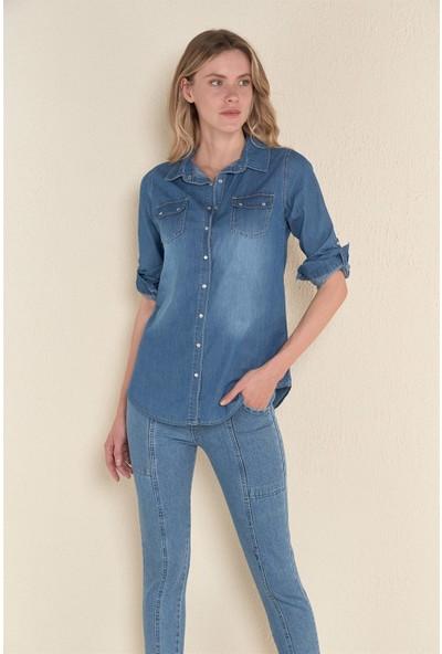Kadın Mavi Çift Cepli Çıtçıtlı Kot Gömlek