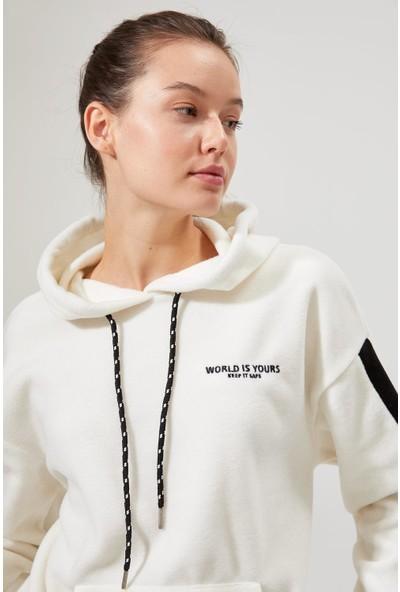 DeFacto Nasa Lisanslı Şerit Detaylı Polar Sweatshirt S6234AZ20AU