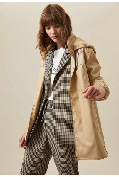 Defacto Kadın Kapüşonlu Fermuar Detaylı Deri Görünümlü Ceket