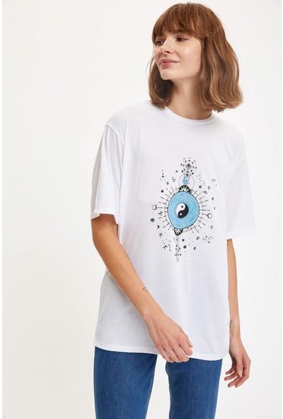 Defacto Kadın Sırt Kısmı Astroloji Tema Baskılı Boyfriend T-Shirt