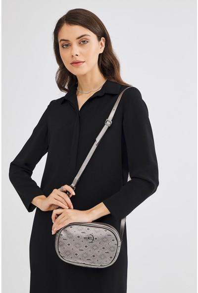 Deri Company Kadın Basic Omuz Çantası Monogram Desenli Logolu Gümüş Siyah (4012G) 214017
