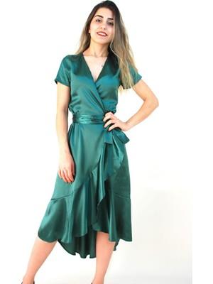 Elifim Moda Tasarım Zümrüt Yeşili Volanlı Kruvaze Yaka Saten Elbise