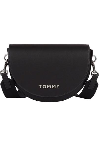 Tommy Hilfiger Kadın Staple Saddle Çapraz Askılı Kadın Çantası AW0AW08226