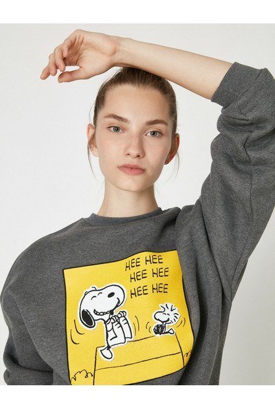 Koton Kadın Snoopy Lisansli Baskılı Bisiklet Yaka Uzun Kollu Sweatshirt