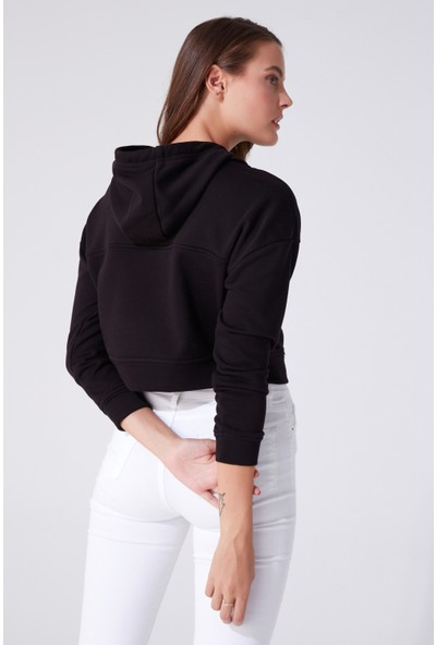 Berfuğ Kıran Kapüşonlu Kısa Sweatshirt