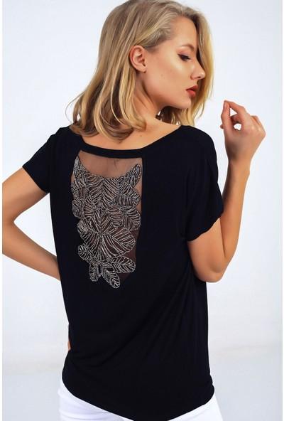 Buketli̇ Sırtı Boncuk Işlemeli T-Shirt