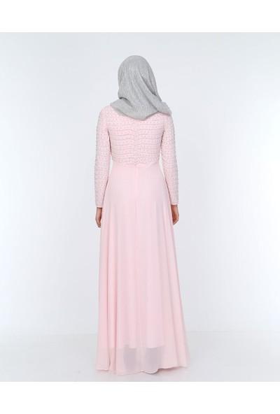 Perya Gövde ve Kol Boncuk Gümüş Işlemeli Şifon Abiye Elbise Pudra Kadın Giyim