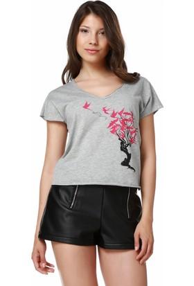 Mumu Swallows - Zeynep Özatalay Tasarımı Gri V Yaka Kadın T-Shirt