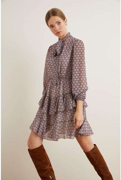 adL Kadın Yakası Fularlı Volanlı Elbise