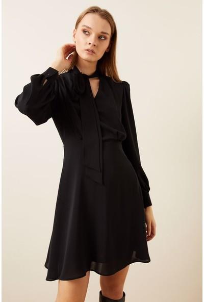 adL Kadın Yakası Fularlı Şifon Elbise