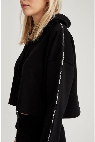 Defacto Şerit Detaylı Kapüşonlu Crop Sweatshirt