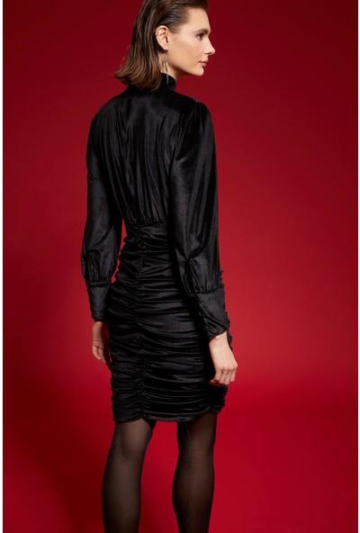 Dik Yaka Drape Detaylı Kadife Elbise