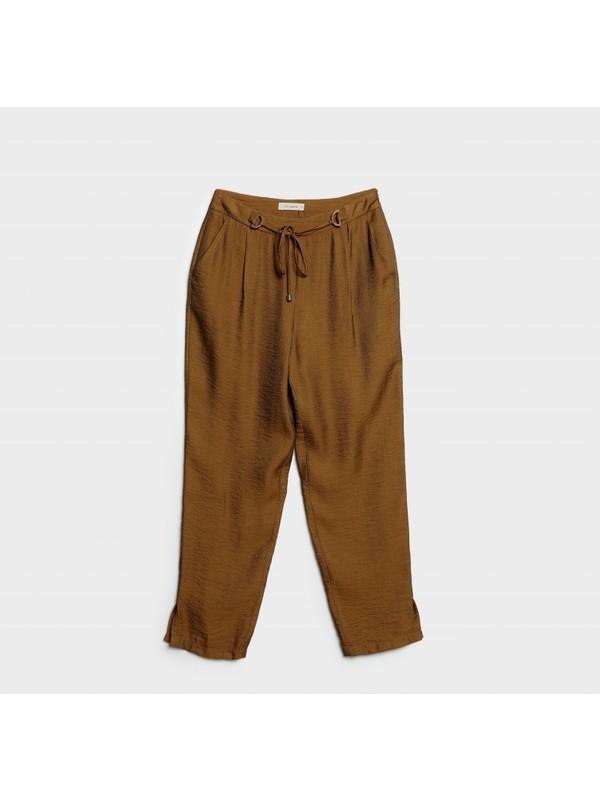 Yargıcı Kemer Detaylı Pantolon