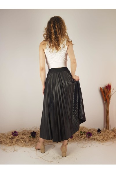Saga Kadın Siyah Deri Görünümlü Parlak Kumaş Plise Etek 10559