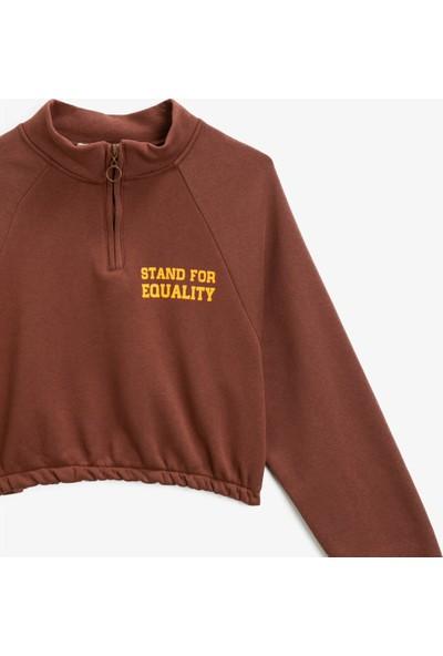 Koton Pamuklu Fermuar Detaylı Yazili Baskılı Crop Sweatshirt
