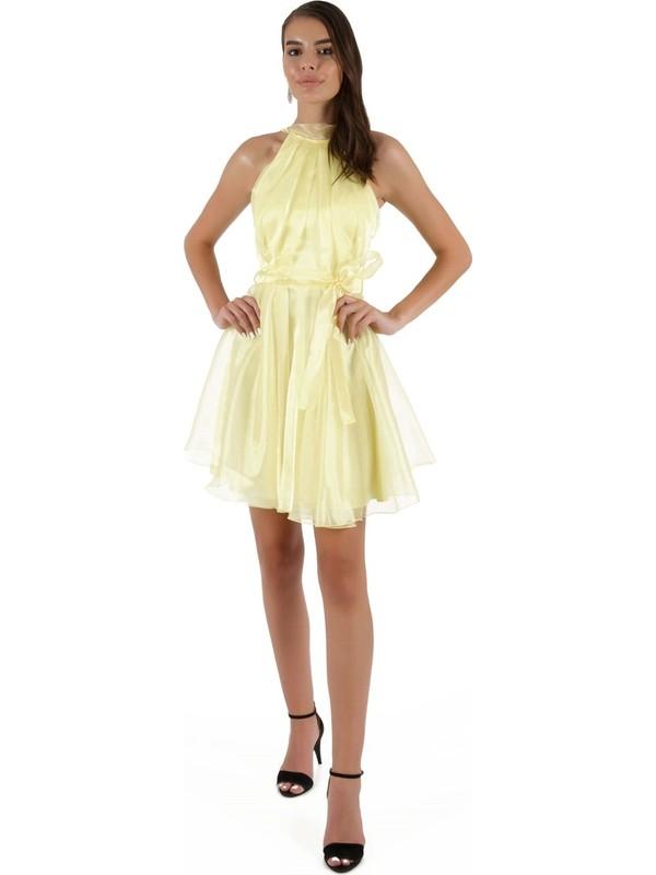 Carmen Sarı Pileli Kuşaklı Organze Kısa Abiye Elbise